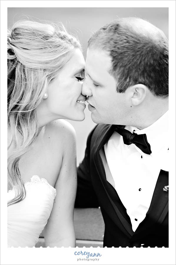 bride and groom kissing at buhl park at avalon lakes country club