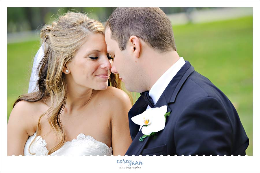 bride and groom at buhl park at avalon lakes country club