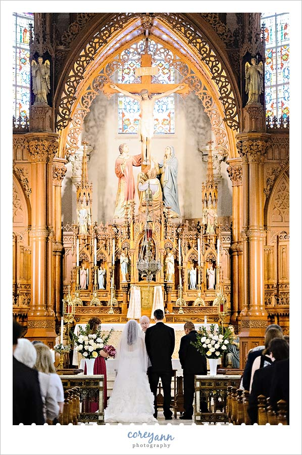 wedding ceremony at st stephen roman catholic church in cleveland ohio