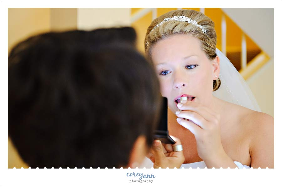 bride doing makeup in cuyahoga falls before wedding