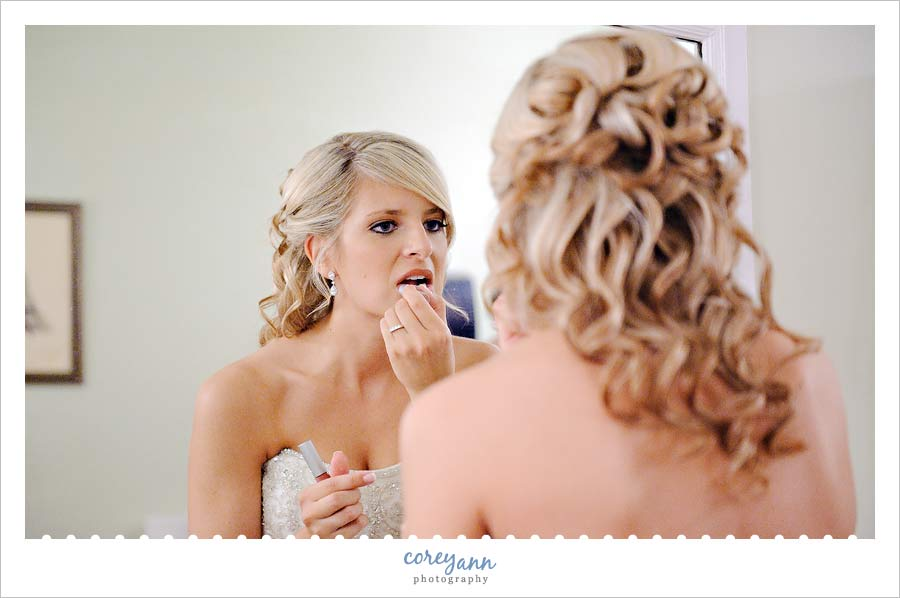 bride getting ready at pine ridge country club in wickliffe ohio